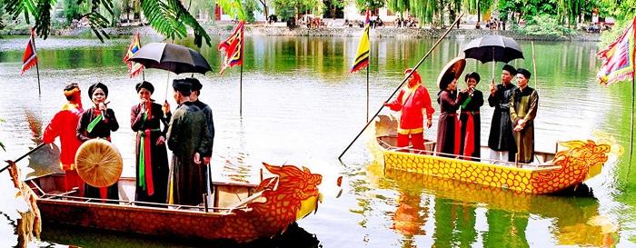 Thi hát đối quan họ trên thuyền tại hội Lim Bắc Ninh
