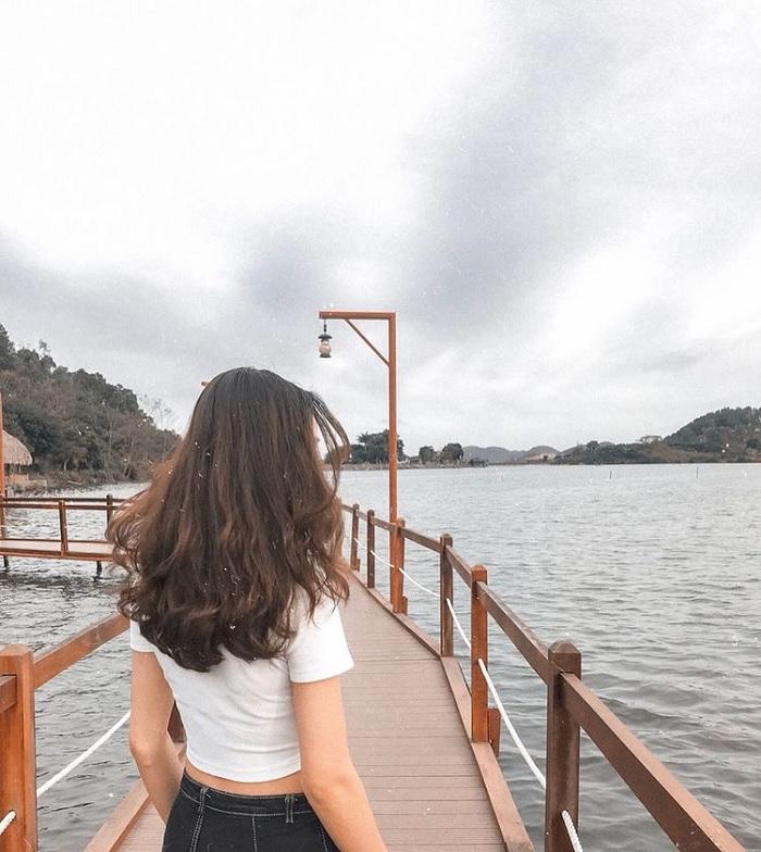 cây cầu gỗ - góc sống ảo ở Hồ Yên Thắng