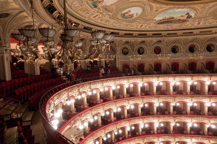 Nhà hát Massimo Bellini -  Du lịch Catania