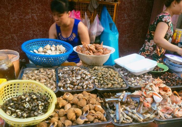 khu ăn vặt chợ Xóm Chiếu- thánh địa ăn vặt nổi tiếng