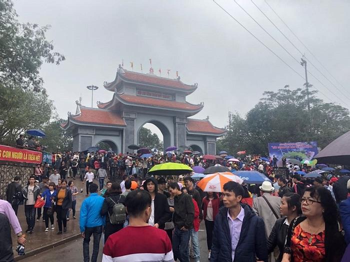 Du khách nên đi Hội Lim Bắc Ninh vào ngày hội chính để được tham gia nhiều chương trình đặc sắc