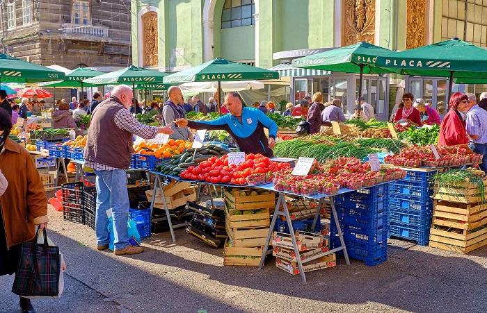 Chợ ngoài trời Placa - Điểm đến ở Rijeka
