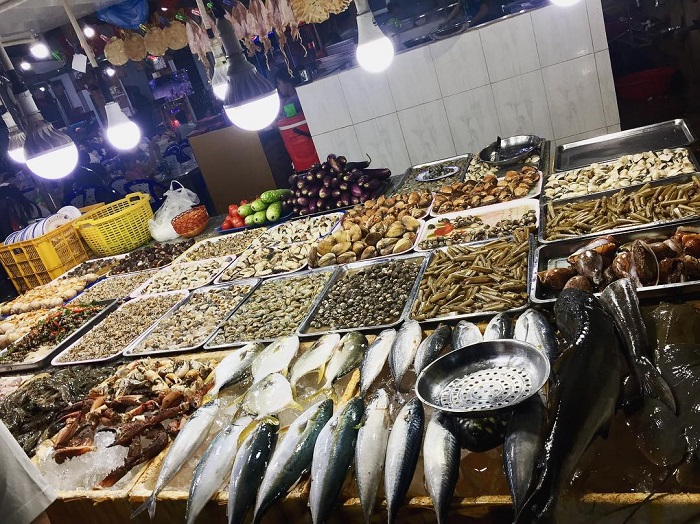 Buy gifts when traveling to Vung Tau - fresh seafood
