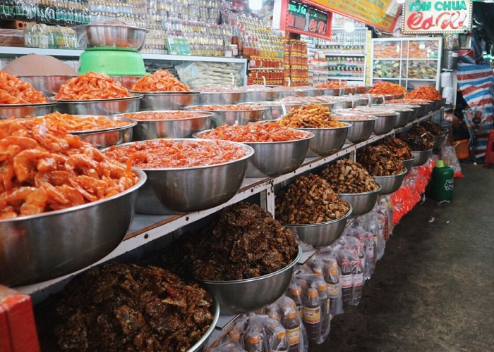 Buy gifts when traveling to Vung Tau - dried seafood