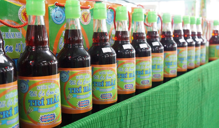 Buy gifts when traveling to Vung Tau - fish sauce