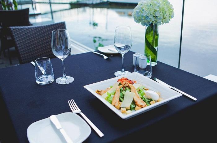 Những nhà hàng view sông ở Sài Gòn nổi tiếng - Bistro Sông Vie thực đơn