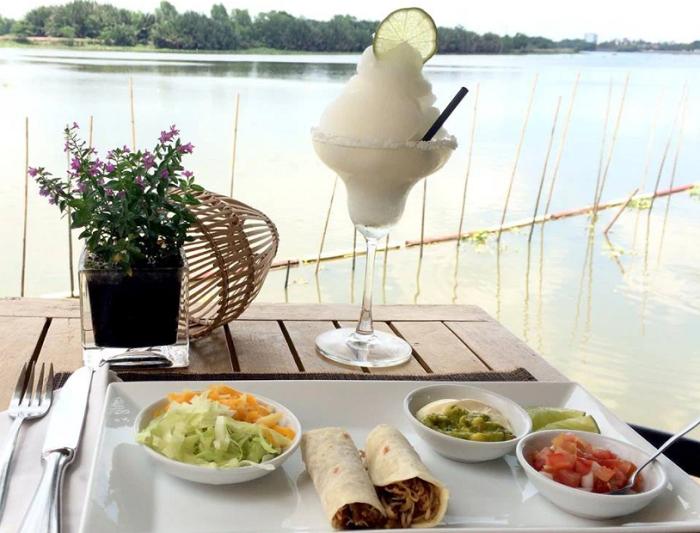 Những nhà hàng view sông ở Sài Gòn nổi tiếng - Nhà hàng Boat House thực đơn