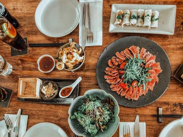 Những nhà hàng view sông ở Sài Gòn nổi tiếng - The Deck Saigon thực đơn