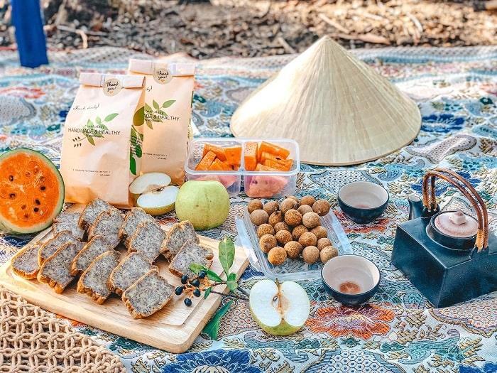 picnic - hoạt động thú vị tại Hồ Yên Thắng