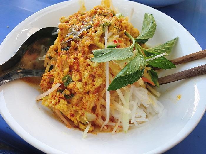 Những quán ăn vặt đường 30/4 Phú Quốc -Bún Kèn Út Lượm