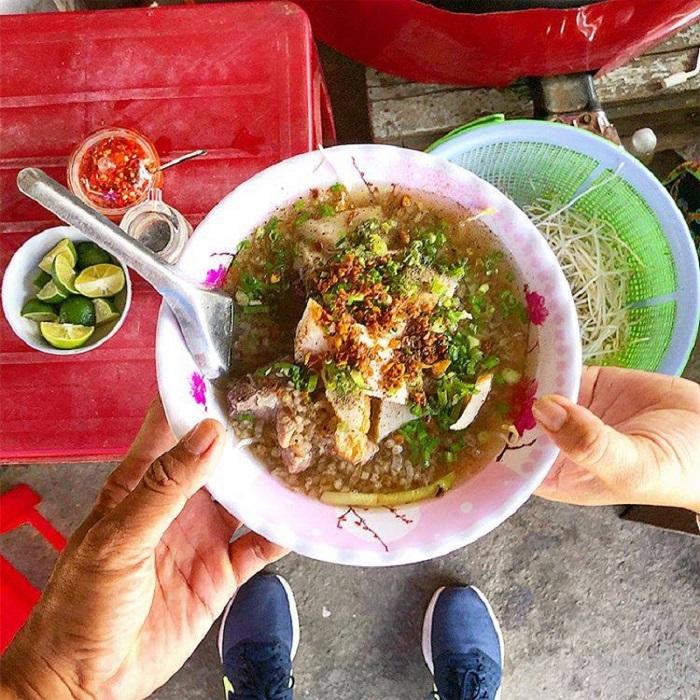 Những quán ăn vặt đường 30/4 Phú Quốc - Cháo chả