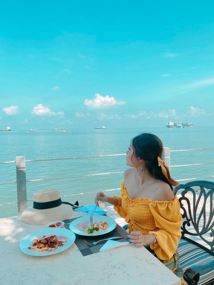 resort ở Bãi Sau Vũng Tàu - Marina Bay Vũng Tàu Resort & Spa nhà hàng bên bãi biển