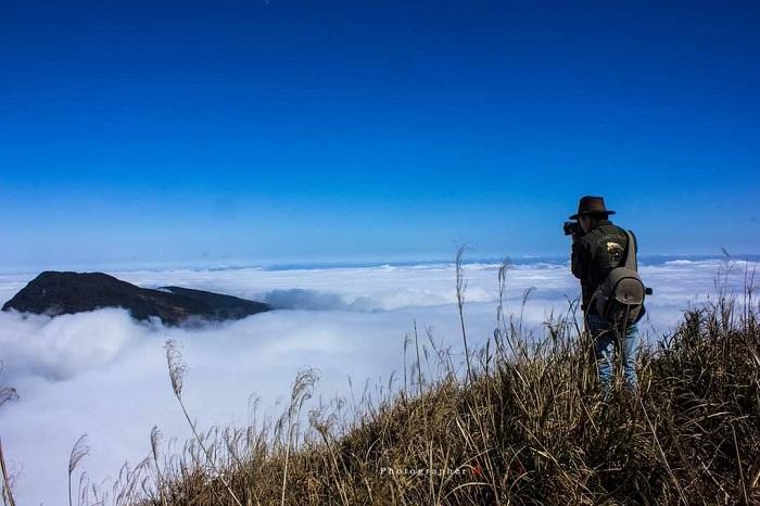 Săn mây trên đỉnh núi Phia Po
