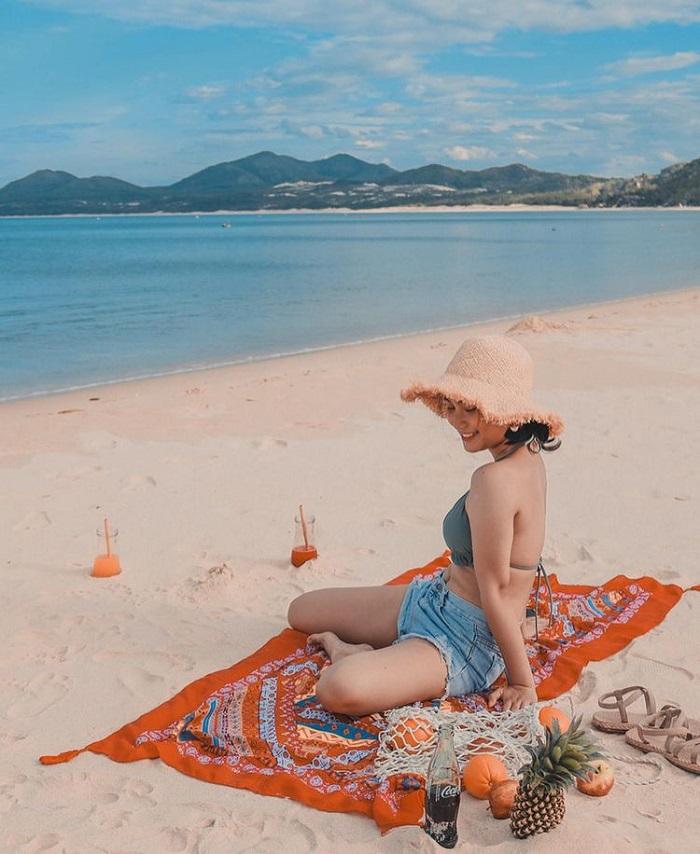 Binh Tien Beach - one of the beautiful beaches in Ninh Thuan