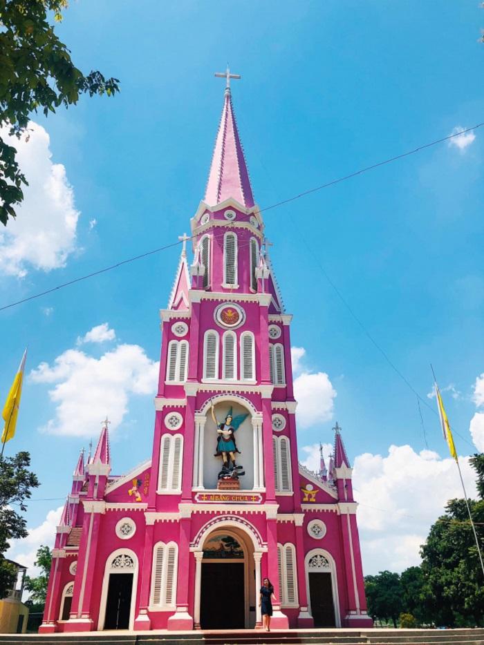 Giá vé tham quan tại nhà thờ màu hồng ở Nghệ An