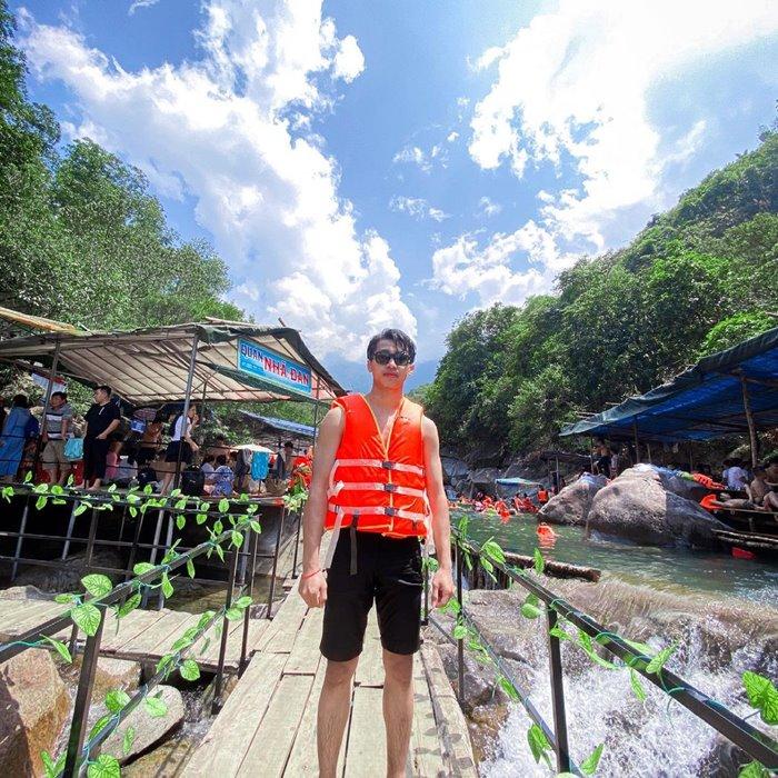 RENT a life jacket at Tien Hue stream