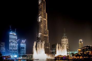 Xem màn trình diễn ngoạn mục tại đài phun nước lớn nhất thế giới ở Dubai
