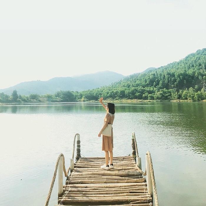 Sống ảo ở Hồ Xanh Đà Nẵng