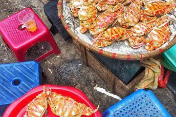 Gánh ghẹ luộc hấp dẫn chợ Đồng Xuân, ăn là muốn 'nghiện'