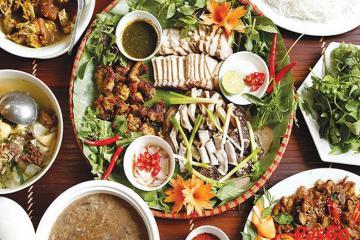Lên Yên Bái thưởng thức món thịt lợn cắp nách của người Mông