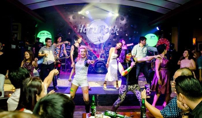 Hard Rock Cafe - quán cà phê trang trí halloween ở Sài Gòn