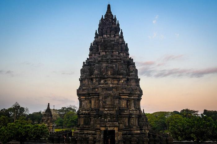 Đền Prambanan vào lúc hoàng hôn