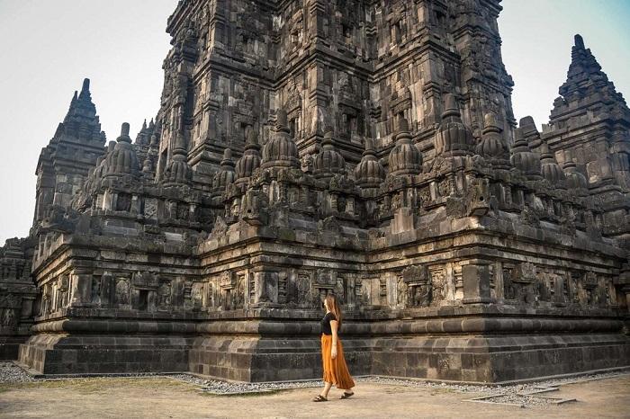 Buổi sáng hoặc buổi chiều muộn đều đẹp ở đền Prambanan
