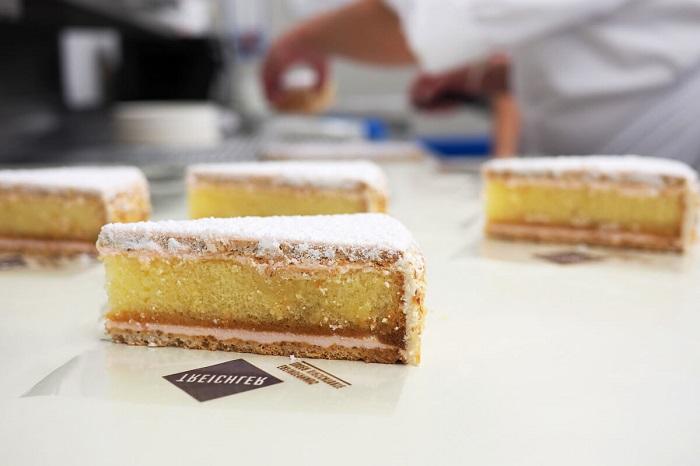 Bánh Zuger Kirschtorte - Khám phá ẩm thực Zurich Thụy Sĩ