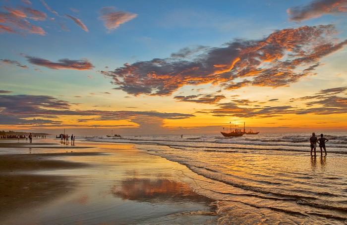Bãi biển Sầm Sơn - Hòn Trống Mái Sầm Sơn