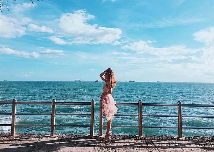Immense water waves at Bai Dau Vung Tau