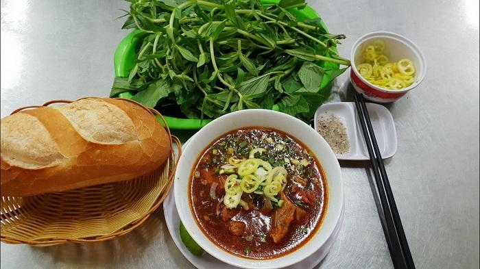 Quán bánh mì kho quán Đức- Địa chỉ quán ăn vặt ngon ở Đắk Nông hút khách nhất