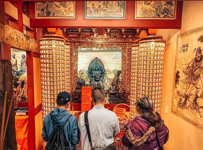 cầu khấn với Nguyệt lão - hoạt động quan trọng tại đền Hà Hải Đài Bắc