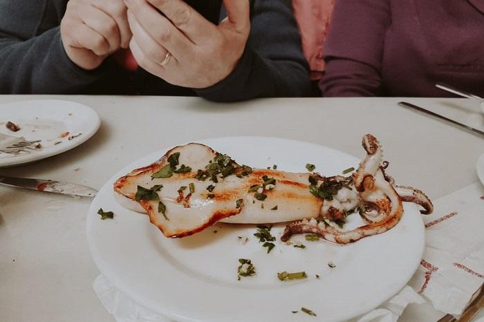 Nếm thử hương vị Mực nướng trong ẩm thực Barcelona