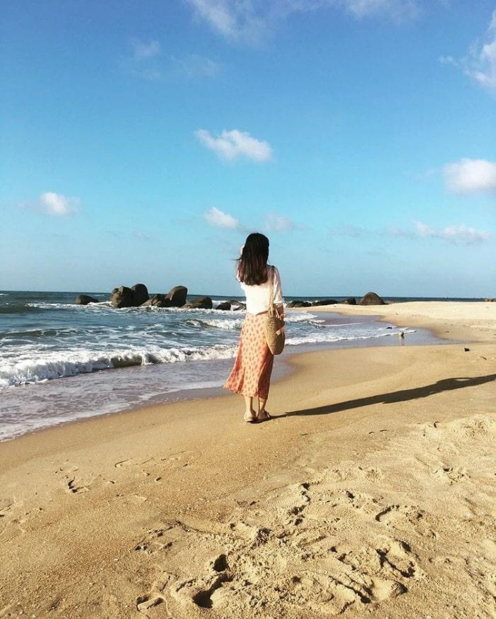 đi dạo trên cát - hoạt động thú vị tại biển Phước Hải Vũng Tàu