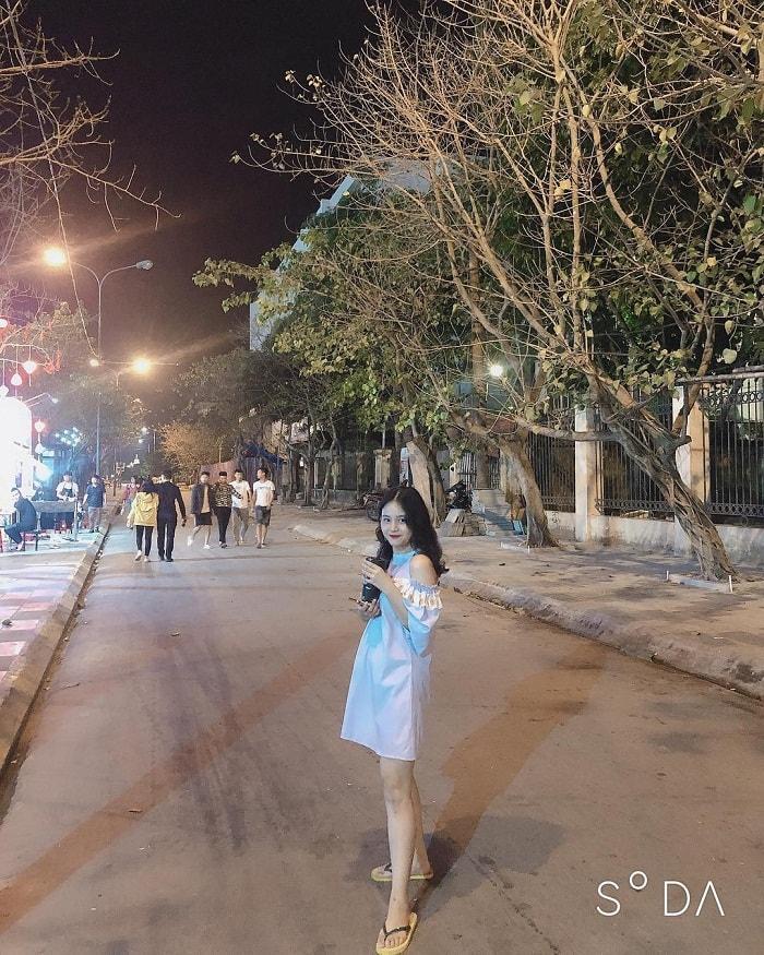 Check in phố đi bộ - một trong những điểm vui chơi về đêm tại Ninh Bình sôi động nhất