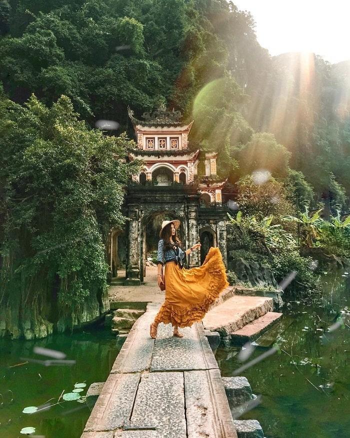 Tam Cốc - Bích Động là điểm du lịch Ninh Bình hấp dẫn