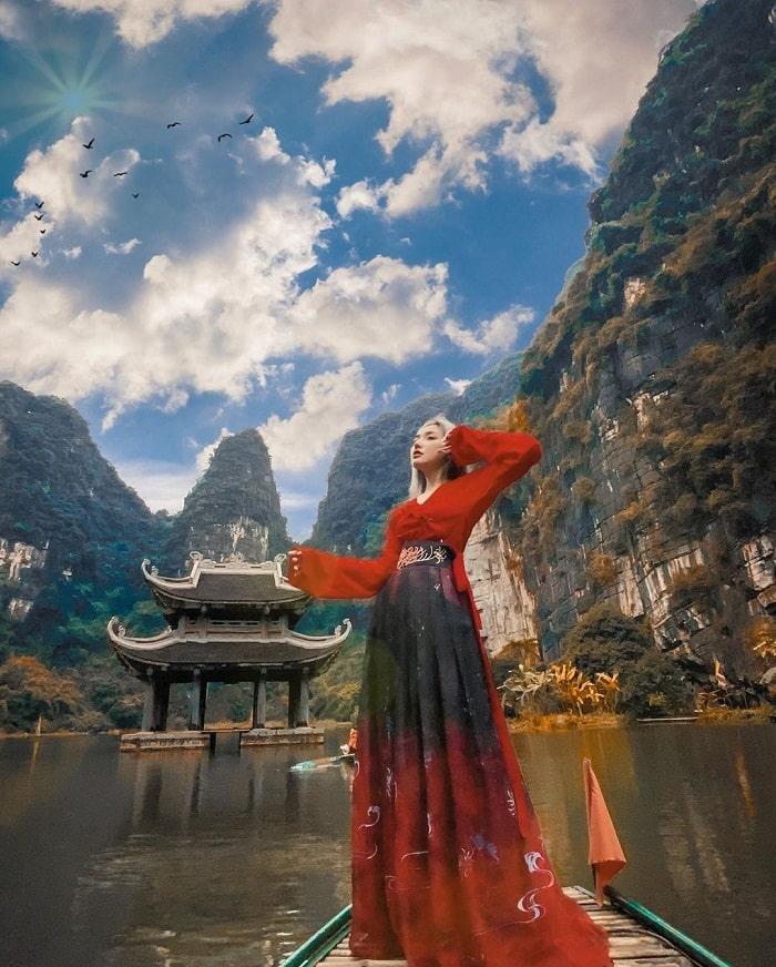 Tràng An là điểm du lịch Ninh Bình phổ biến