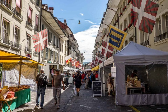 Visiting the Weekend Farmers Market in Bern is one of the Bern Switzerland travel experiences