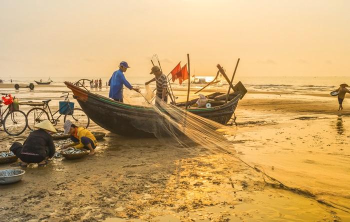 Chợ hải sản ngoài bãi biển - Hòn Trống Mái Sầm Sơn