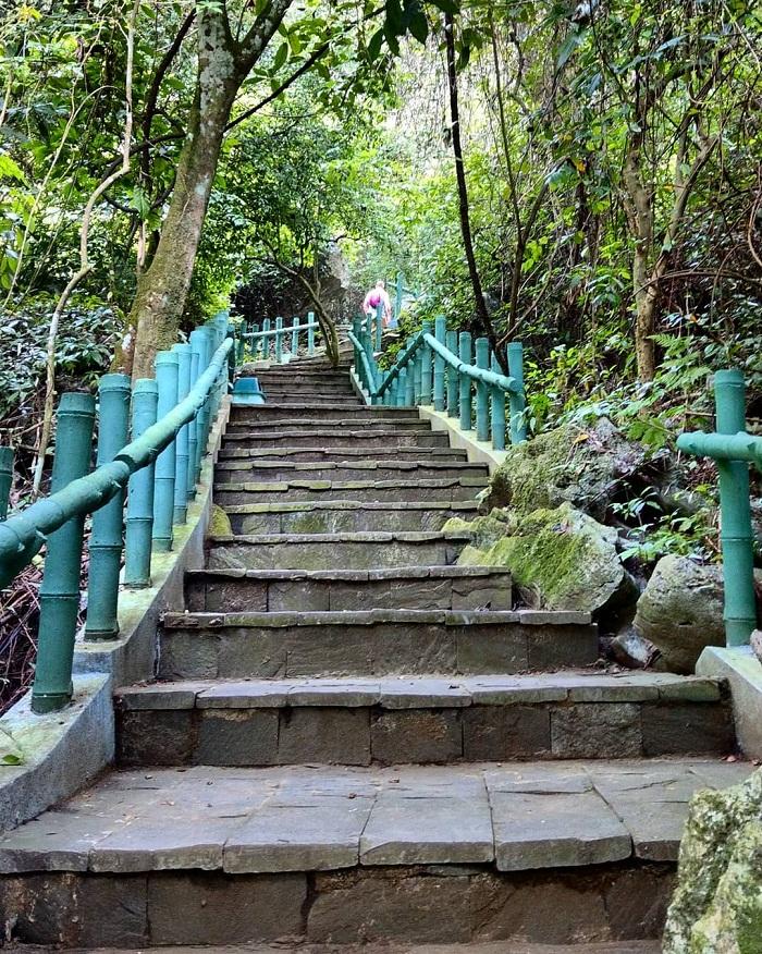 Cung đường dẫn đến động Tiên Sơn Quảng Bình
