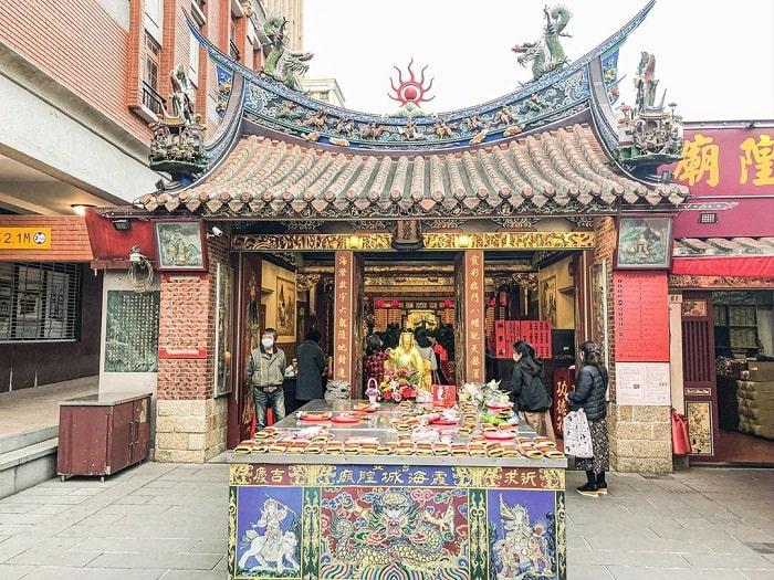 không gian rộng rãi tại đền Hà Hải Đài Bắc