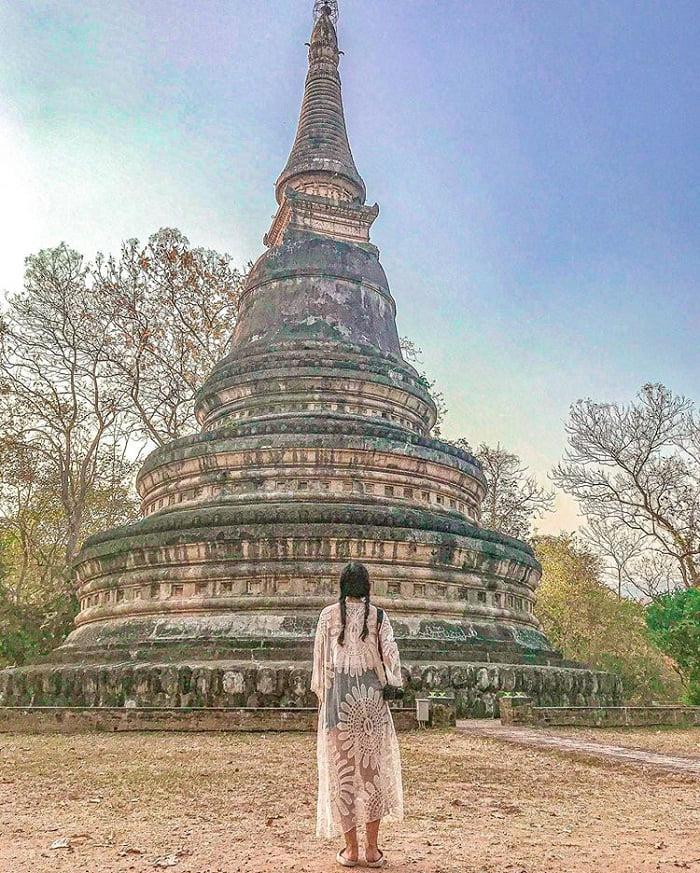 vẻ cổ kính của đền Wat Umong
