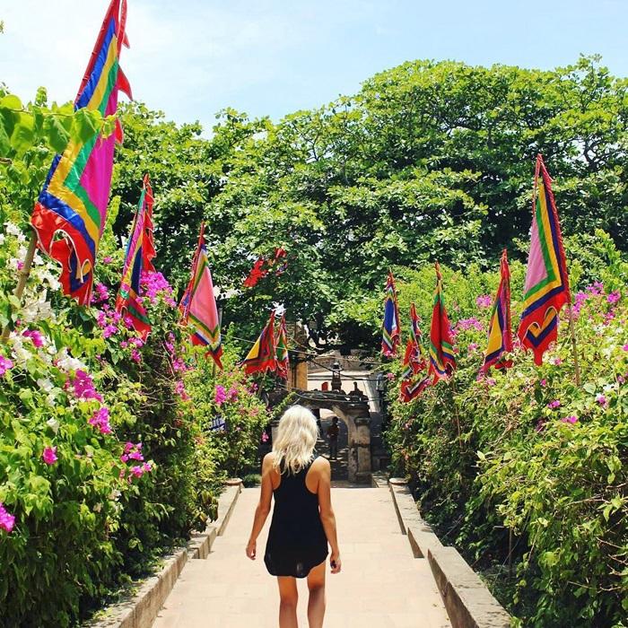 Lối lên đền Độc Cước - Hòn Trống Mái Sầm Sơn
