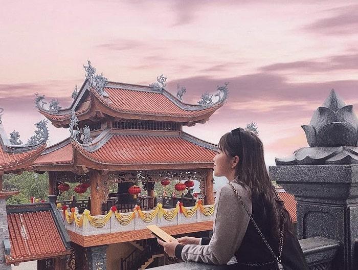 Địa điểm du lịch tâm linh ở Quảng Ninh - chùa Ba Vàng