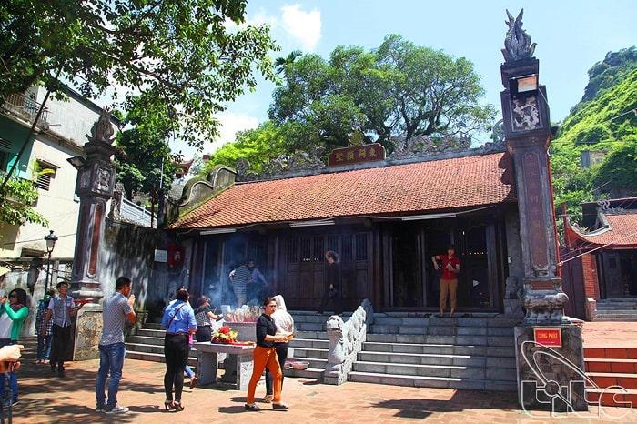 Địa điểm du lịch tâm linh ở Quảng Ninh - đền đức ông Trần Quốc Nghiễn