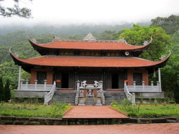 Địa điểm du lịch tâm linh ở Quảng Ninh - chùa Lôi Âm