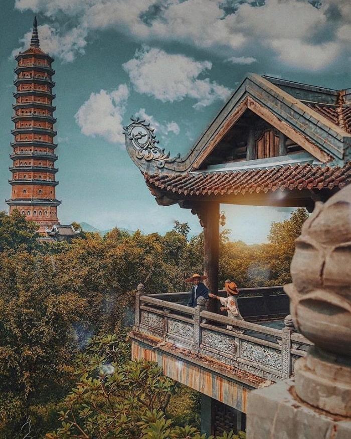 Nhắc đến các điểm du lịch Ninh Bình thì không thể thiếu chùa Bãi Đính