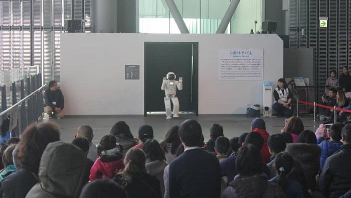điểm tham quan ở Tokyo - người máy ở bảo tàng Miraikan