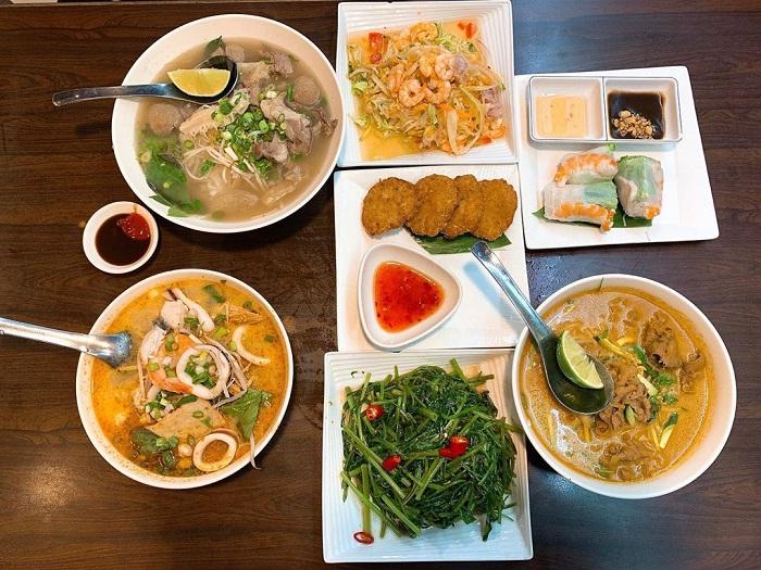 các món ăn Việt - ẩm thực thân thuộc tại phố ẩm thực Yongkang