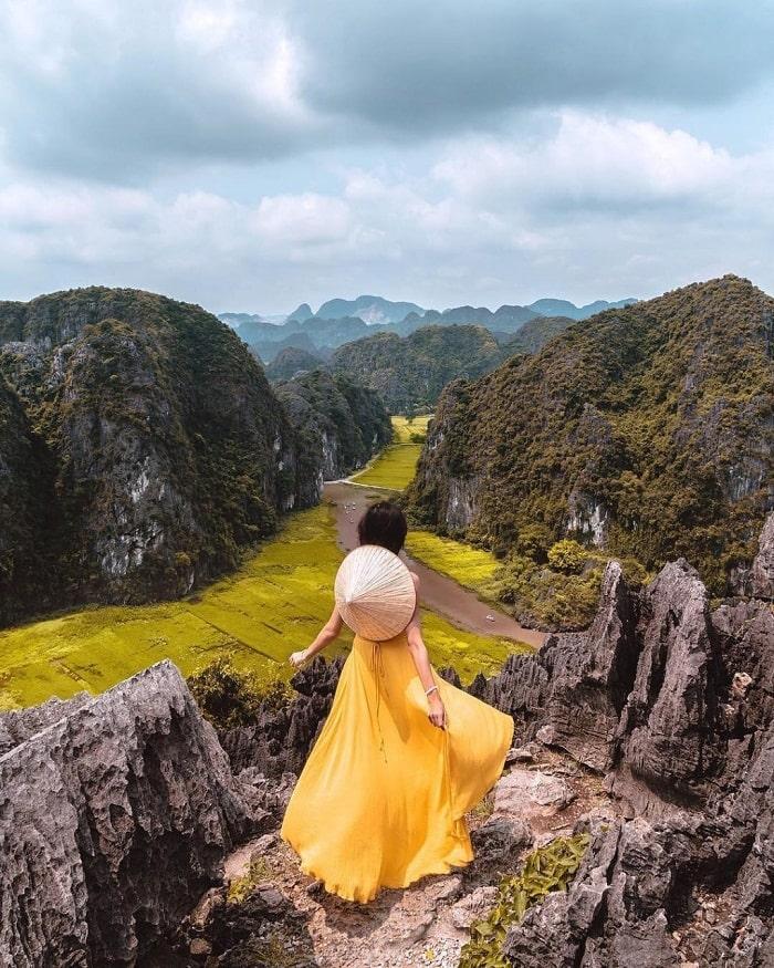 Nhắc đến điểm du lịch Ninh Bình không thể thiếu hang Múa